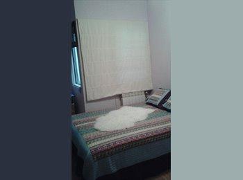 Se alquila habitación céntrica con la renfe a 5 minut.