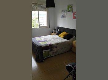 EasyPiso ES - Habitación doble con wc privado - L'hospitalet, Barcelona - 400 € por mes