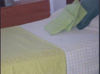 2 Habitaciónes con cama grande, junto a Plaza Ricardo Viñes...