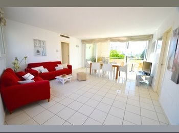 EasyPiso ES - Estupenda habitación en Playa d'en Bossa - Todo, Ibiza - 350 € por mes