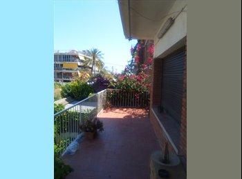 EasyPiso ES - Habitación grande y luminosa - Castelldefels, Barcelona - 350 € por mes