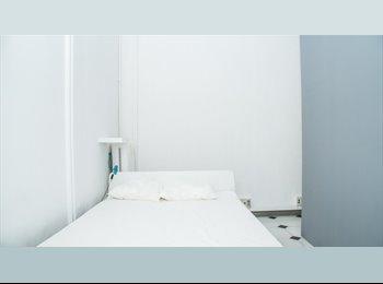 Habitación con cama DOBLE y BALCON en VIA LAIETANA!!!!!