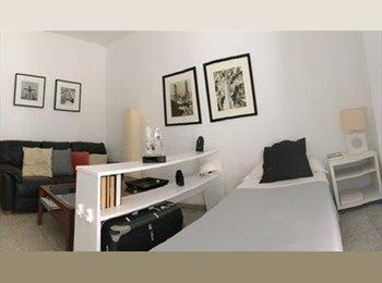 Amplia habitacion con balcon