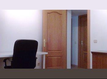 Cómoda Habitación para Chica Estudiante Piso Tranquilo