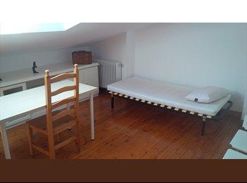 EasyPiso ES - Habitación en urbanización de lujo junto a Parque Grande, Zaragoza - 355 € por mes