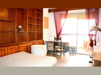 Amplia y bonita habitación con balcón en centro-Florida!