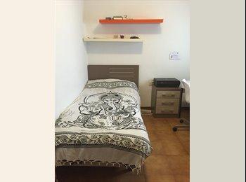 EasyPiso ES - Habitación individual en Sabadell Nord, Barcelona - 200 € por mes