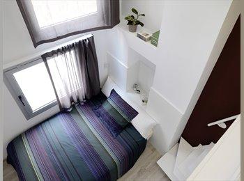 EasyPiso ES - Duplex con cama doble y baño privado en residencia de estudiantes con piscina, Barcelona - 890 € por mes