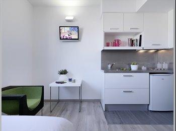 EasyPiso ES - Estudio standard en residencia de estudiantes con piscina en rooftop, Barcelona - 1.229 € por mes