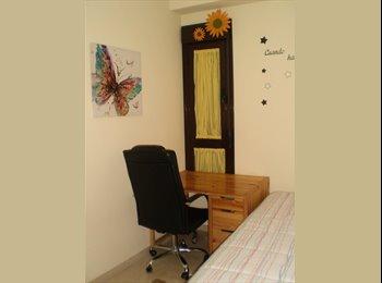 EasyPiso ES - se alquila habitación amplia y luminosa con dos camas de 90cm, mesa y silla de estudio, armario de 4, Córdoba - 230 € por mes