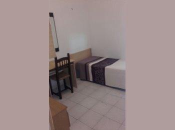 EasyPiso ES - Habitación individual con patio , Barcelona - 250 € por mes