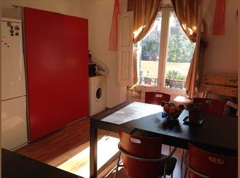 EasyPiso ES - Alquilo habitación doble grande luminosa con balcón a la calle todo incluìdo, Barcelona - 480 € por mes