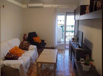 Room in renewed flat near Ventas metro stop