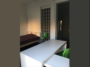 HABITACION bonita en la Latina 24 m2 con dos balcones.