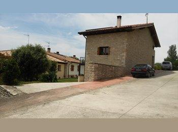 Comparto casa en entorno rural muy cerca de Pamplona.