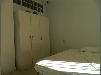 EasyPiso ES - Carrer de Antonio Ponz - Habitación 3, València - 200 € por mes