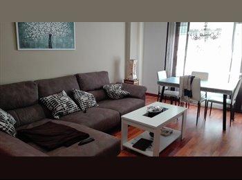 Habitación con cama doble en piso recien reformado