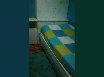 Alquilo habitación con TV . Baño de uso individual. Derecho...