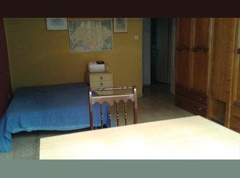 EasyPiso ES - Habitaciones grandes en piso compartido en el centro de Salamanca., Salamanca - 240 € por mes