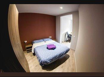 EasyPiso ES - Gran habitación con espacio despacho y baño privado, Ciutat Vella - 550 € por mes