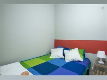 Room for girls next to Eixample and Gràcia