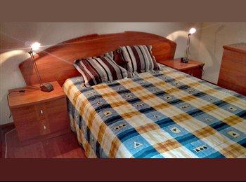 Habitación grande en piso compartido en Aluche