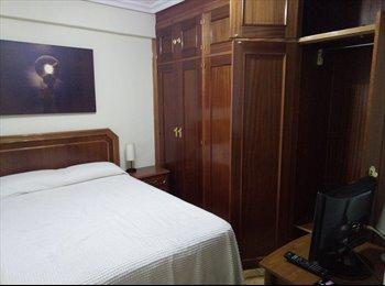 Habitación grande con baño privado. Marqués de Vadillo....