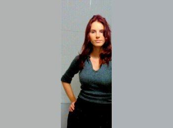 Claudia - 28 - Estudiante