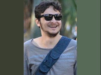 Adriano - 32 - Estudiante