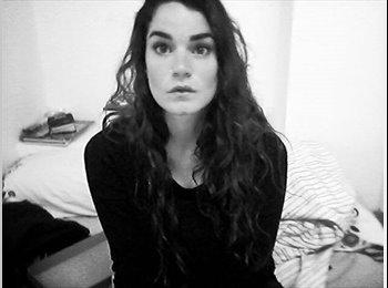 Claudia - 27 - Estudiante