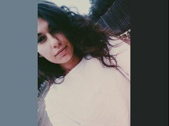 Alexandra Rusan  - 19 - Estudiante