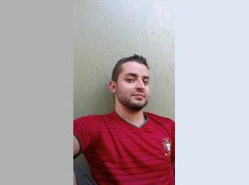 Donald Mora - 26 - Estudiante