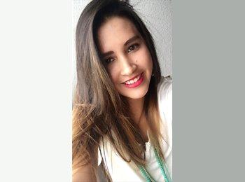 Alejandra  - 25 - Estudiante