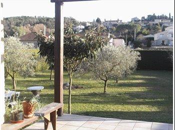 Appartager FR - Chambre dans villa avec grand Jardin - Valbonne, Cannes - 430 € /Mois