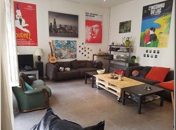 Appartager FR - Rare grand appartement en centre ville, Marseille - 470 € /Mois