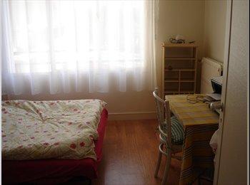 une chambre individuelle dans appartement dans un quartier...