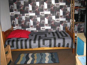 Appartager FR - coloc d'une chambre  chez l'habitant, Le Petit-Quevilly - 300 € /Mois