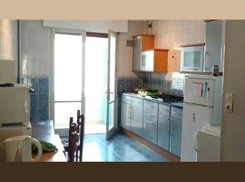 Appartager FR - Chambres à louer en plein centre ville de Troyes - Troyes, Troyes - 300 € /Mois