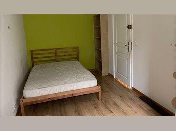 Appartager FR - chambre meublée dans grand appartement avec balcon, Saint-Herblain - 290 € /Mois