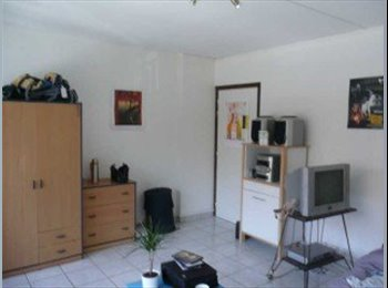 Appartager FR -  2 chambres dans immeuble bon standing - Notre-Dame, Grenoble - 390 € /Mois