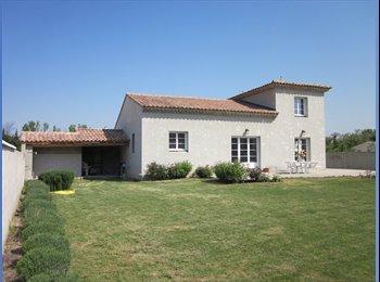 Appartager FR - Loue chambre dans une belle villa - Entraigues-sur-la-Sorgue, Avignon - 360 € /Mois