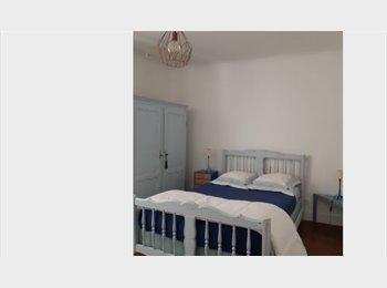 Appartager FR - Propose chambre spacieuse dans grand duplex.  Côte des Basques. - Biarritz, Biarritz - 400 € /Mois