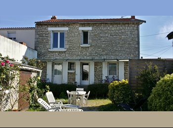 Appartager FR - Coloc 195€ ou 350€ proche Université et Carrefour, La Rochelle - 195 € /Mois