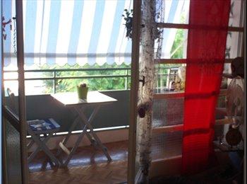 Propose chambre meublée lumineuse et calme chez l'habitant
