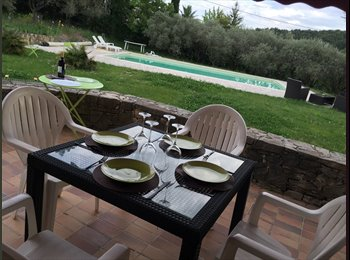 Appartager FR - Super Maison avec Piscine Géante, Aix-en-Provence - 600 € /Mois