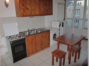 Appartager FR - 3 chambres en coloc sur campus - Saint-Martin-d'Hères, Grenoble - 350 € /Mois