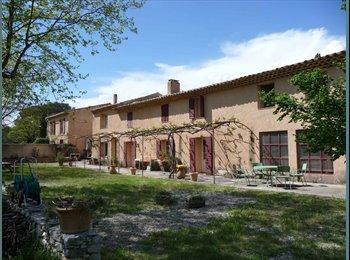 Chambre dans Mas meublé dans la campagne Aixoise