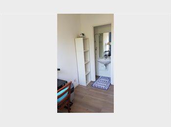 Appartager FR - Chambre meublée 15 m2 dans Villa - Montpellier-centre, Montpellier - 350 € /Mois