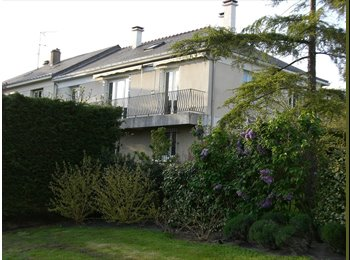 Appartager FR - Coloc a 8 dans maison avec jardin à Angers, Angers - 270 € /Mois