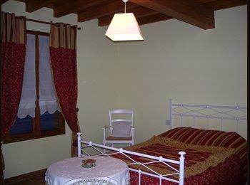 Chambre chez l'habitant dans jolie maison avec jardin